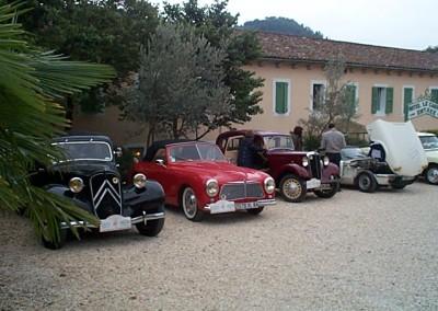 voitures anciennes parking 2
