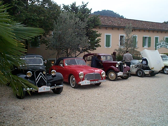 voitures-anciennes-parking-2